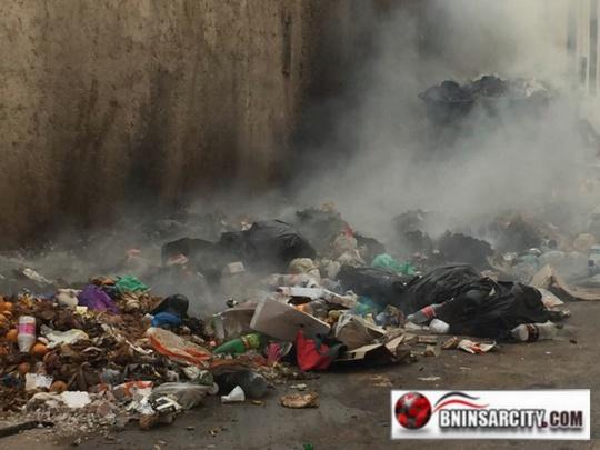 حرق وتكسير حاويات النظافة بحي كاليطا ببني انصار