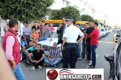 وقفة احتجاجية أمام عمالة إقليم الناظور من طرف سائقي سيارات الأجرة الكبيرة ببني سيدال ومجموعة من طلبة الكلية متعددة التخصصات بسلوان