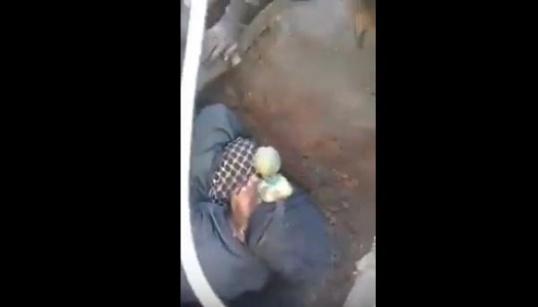 فيديو مؤثر: لحظة استخراج جثة فقيد جرادة وهكذا أخرجه المواطنون من البئر  المزيد