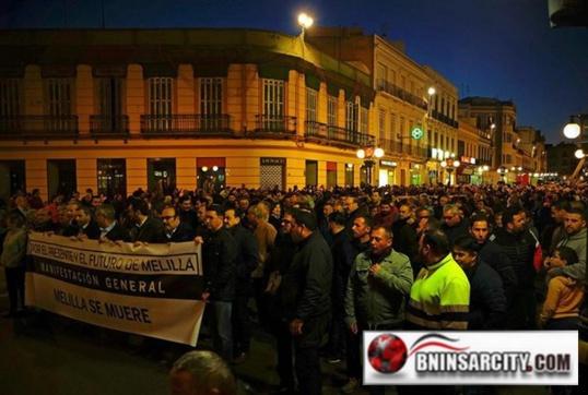 """Empresarios y comerciantes se manifiestan en Melilla por el """"mal funcionamiento de la frontera"""" con Marruecos / fotos y video"""