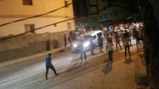 احتجاجات تفجرت في أحياء الحسيمة مباشرة بعد النطق بالاحكام القاسية في حق معتقلي حراك الريف / فيديو
