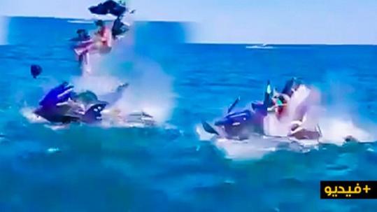 """انفجار دراجة مائية """"دجيتسكي"""" على متنها شخص وطفل وسط شاطئ كابيلا/ فيديو"""
