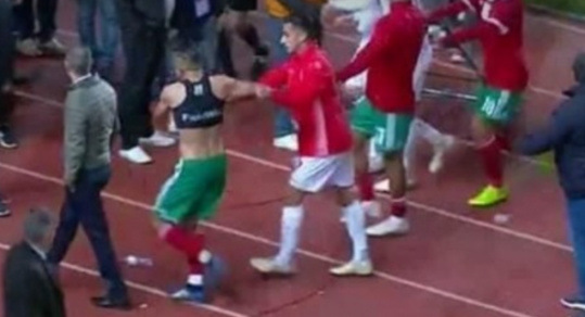 اعتداء لاعبين تونسيين على لاعبي المنتخب المغربي/ فيديو