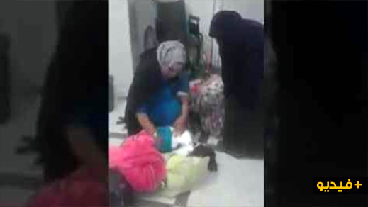 نظرا لغياب الطبيب والممرضات سيدة تلد في بهو المستشفى/فيديو
