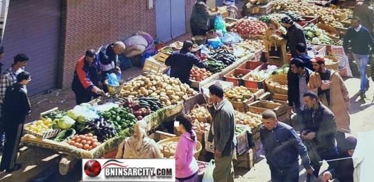 استياء وسخط عارم للساكنة المجاورة لسوق الخضر والفواكه بني انصار/فيديو