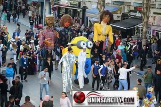 """كرنفال اِحتفالي واستعراضيّ عملاق يجعل من """"الناظور"""" عاصمة عالمية للمسرح"""