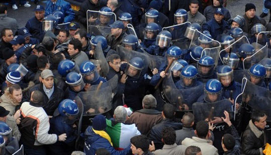 إنزال أمني غير مسبوق بمداخل العاصمة الجزائرية منعا لوصول المحتجّين