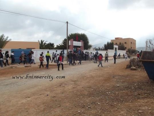 إحتجاجات عارمة لتلاميذ ثانوية بني شيكر