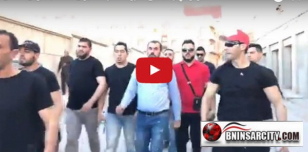 ناصر الزفزافي قيادي الحراك الشعبي بالريف يصل الى ساحة محمد الخامس بالحسيمة لاعطاء انطلاقة مسيرة الحراك الشعبي/ فيديو
