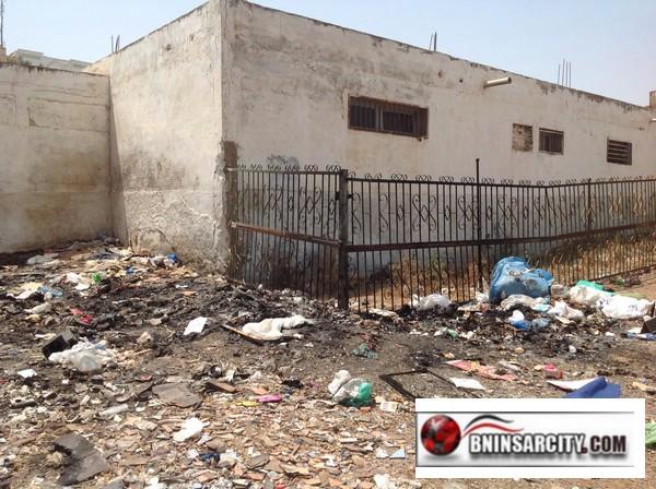 مصلو وتلاميذة  مدرسة البكري ببني انصار يشتكون من مهزلة المسؤولين عن قطاع النظافة/ فيديو