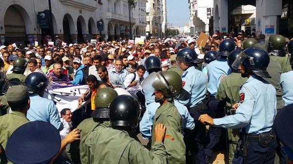 المواجهات بين الامن والمتظاهرين بالحسيمة/ فيديو