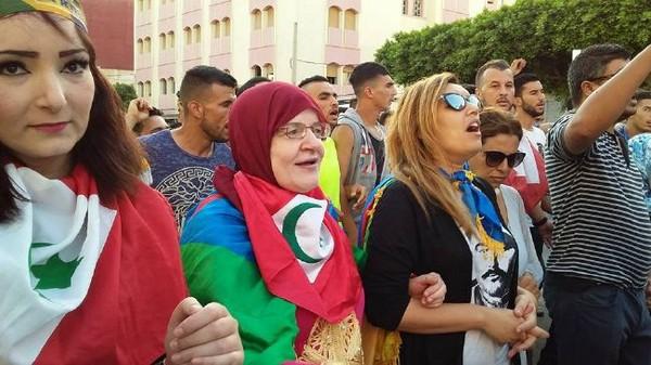 مسيرة حاشدة بالعروي بحضور عائلات المعتقلين دعما لحراك الريف/ فيديو