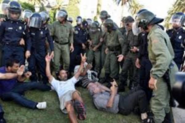 قوات الامن تستعمل القوة لتفريق وقفة لحراك الناظور بعد وفاة الشهيد العتابي/ فيديو