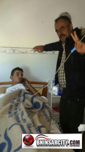 """خروج الشاب الذي طعن بواسطة السلاح الأبيض بحي سيدي موسى """"غاسي"""" بمدينة بني انصار  من قسم المستعجلات"""