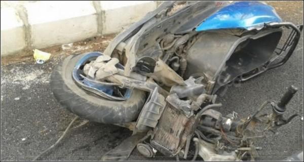حادثة سير مميتة: وفاة شاب إثر إصطدام شاحنة لنقل المحروقات بدراجة نارية
