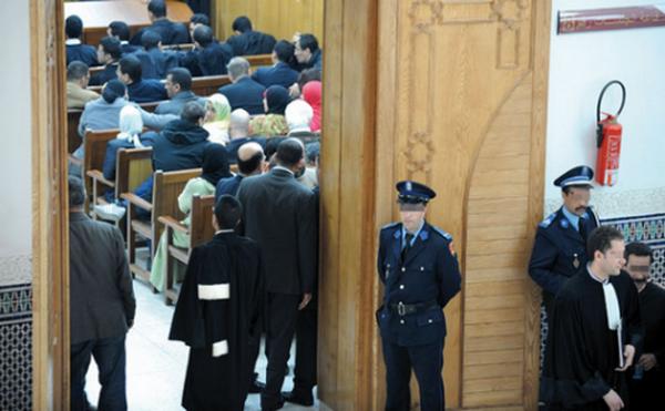 """معتقل حراكي: شرطة الحسيمة """"هتكت عرضه رفقة مجموعة من المعتقلين على خلفية حراك الريف داخل سيارة الشرطة"""