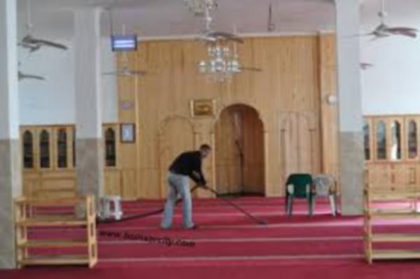 مصلو مسجد النور ببني انصار مستائون من الباعة الجائلين