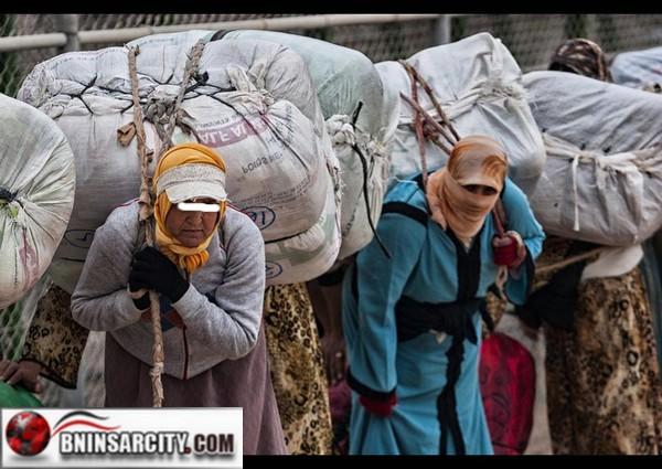 مليلية المحتلة: منع ممتهني التهريب المعيشي من حمل سلعهم على ظهورهم