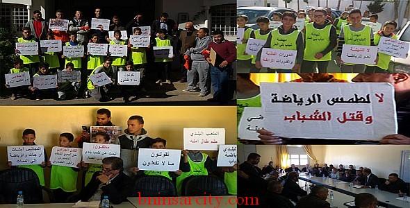 وقفة احتجاجية راقية واستثنائية لنهضة شباب بني انصار ببلدية بني انصار/ فيديو