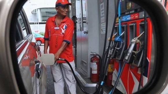 إضراب محطات الوقود ببني انصار