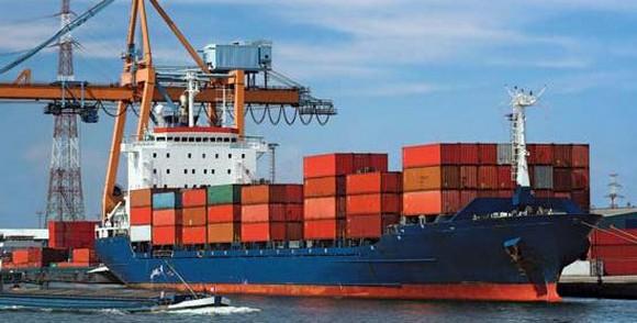 ميناء بني انصار بالناظور: وصول أول باخرة تجارية لنقل الحاويات