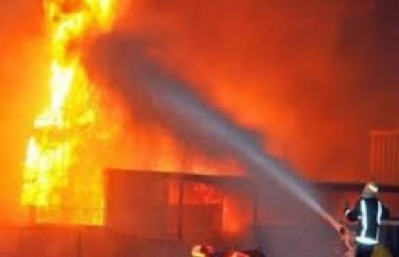 حريق يأتي على معمل كامل للصباغة بالحي الصناعي بسلوان