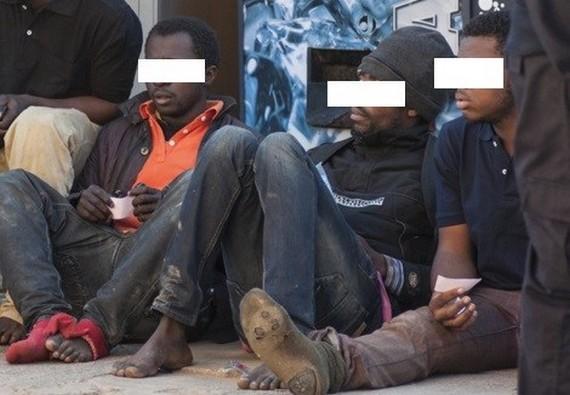 """اقتحام سياج المعبر الحدودي """"باريتشينو"""" ببني انصار/مليلية من طرف مهاجرين أفارقة"""