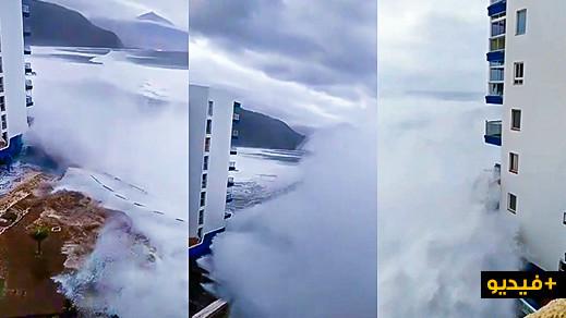 تسونامي يهدم شرفة عمارة في الجزيرة الاسبانية تينيريفي