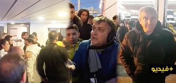 إحتجاجات بميناء بني انصارضد قبطان باخرة بعد سب  المسافرين ووصفهم بالحيوانات/ فيديو