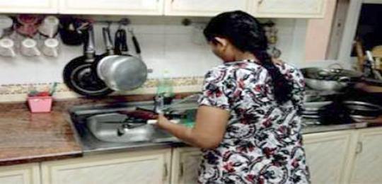 خادمات المنازل بمليلية المحتلة يتهددهم الطرد نحو المغرب