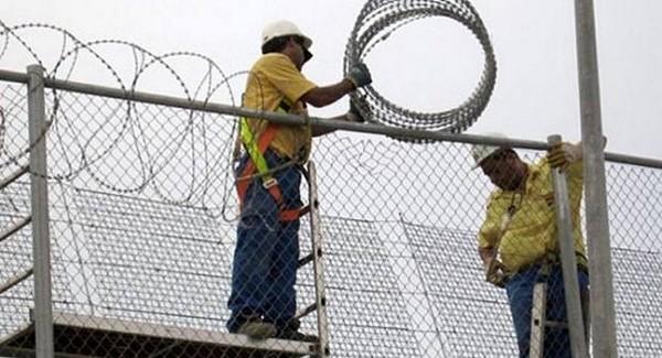 مليلية المحتلة: وزير الداخلية الإسباني يعلن إزالة الأسلاك الشائكة بالمعبر الحدودي مع بني انصار