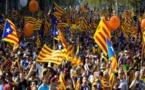 مظاهرات لمناصرة للانفصال الأكبر في برشلونة، والتي جرت تحت أعين رجال الشرطة/ فيديو