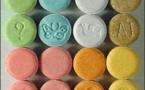 """خطير: ترويج الأقراص المهلوسة من نوع """"الإكستازي"""" والمخدرات  أمام باب الثانوية التأهيلية عثمان بن عفان ببني انصار"""