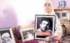"""والدة الزفزافي للمسؤولين: """"أولادكم كياكلو وأولادنا مرميين في السجون"""" – فيديو"""