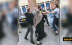 إسقاط عنصرين من رجال الأمن أرضا بضربة قاضية في هولندا/ فيديو