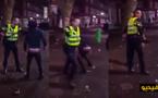 شرطي يضرب شابا لا يتجاوز 17 سنة بعصا / فيديو