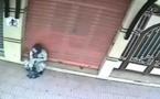 خطير: إمراة ترش سحر أمام محل تجاري/ فيديو