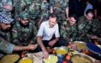 الأسد يتناول الإفطار مع الجنود بمطار مرج السلطان