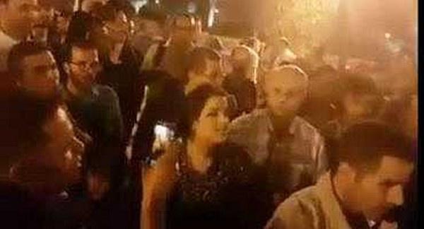 """إمرأة بلطجية تهاجم المتضامنين مع الريف في الرباط و تصفهم ب""""الحمير"""" / فيديو"""