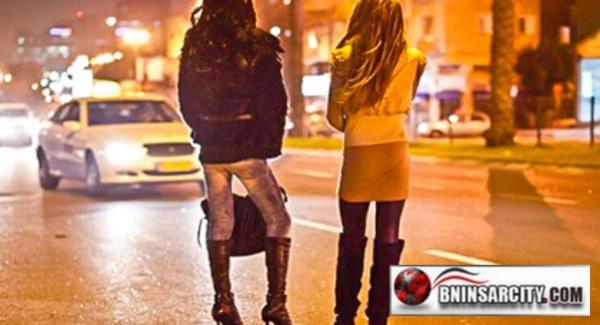 عناصر الشرطة القضائية بمدينة الناظور توقف عصابة إجرامية تعتمد على فتاة حسناء للإيقاع بضحاياها