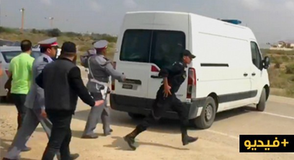 """جنازة والد معتقل الحراك """"إلياس الحاجي"""" ترفع فيها شعارات مطالبة بحرية المعتقل / فيديو"""