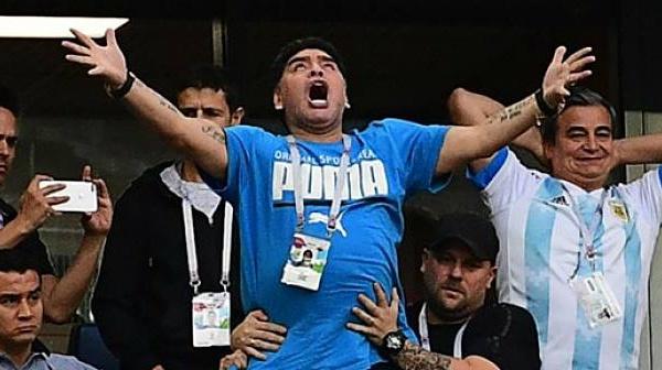 أسطورة كرة القدم الأرجنتينية دييغو مارادونا  يطمئن متابعيه: أنا بخير