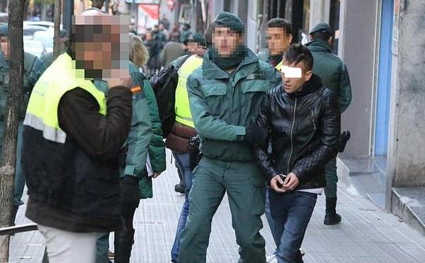 عصابة إجراية مكونة من 11 مهاجر مغربي تم اعتقالهم بإسبانيا بعد أن احتالت بطريقة محترفة على 552 ضحية