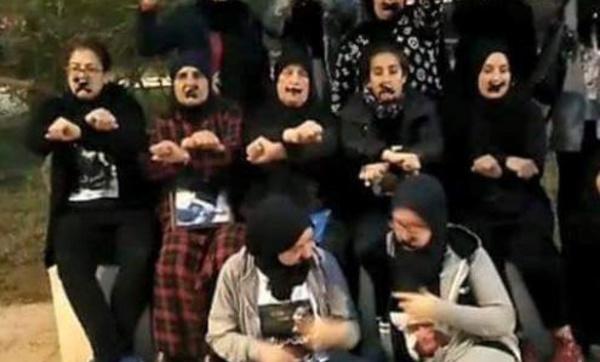 """أمهات معتقلي الريف يتضامنون مع أبنائهن ب""""تكميم الأفواه"""