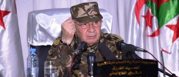 """العسكر في الجزائريحتمي  بـ""""فزاعة"""" المغرب من أجل ضمن مواصلة التحكم في النظام القائم"""