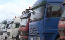 """معبر بني انصار: """"لامبالاة"""" الجمارك ادى لوقوع خسائر كبيرة لمئات الشاحنات وللمستوردين"""