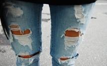 المؤسسات التعليمية ببني انصار: هل ستمنع إرتداء السراويل الممزقة والضيقة جدا