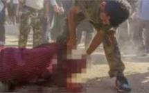 صادم: ذبح  الأتراك لأحد جنود الانقلاب بطريقة همجية